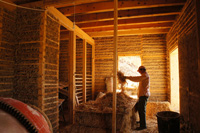 Stuffing the walls with light-straw-clay